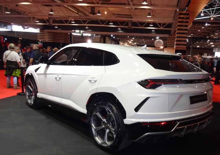 18 EpoquAuto Expo Lamborghini 2