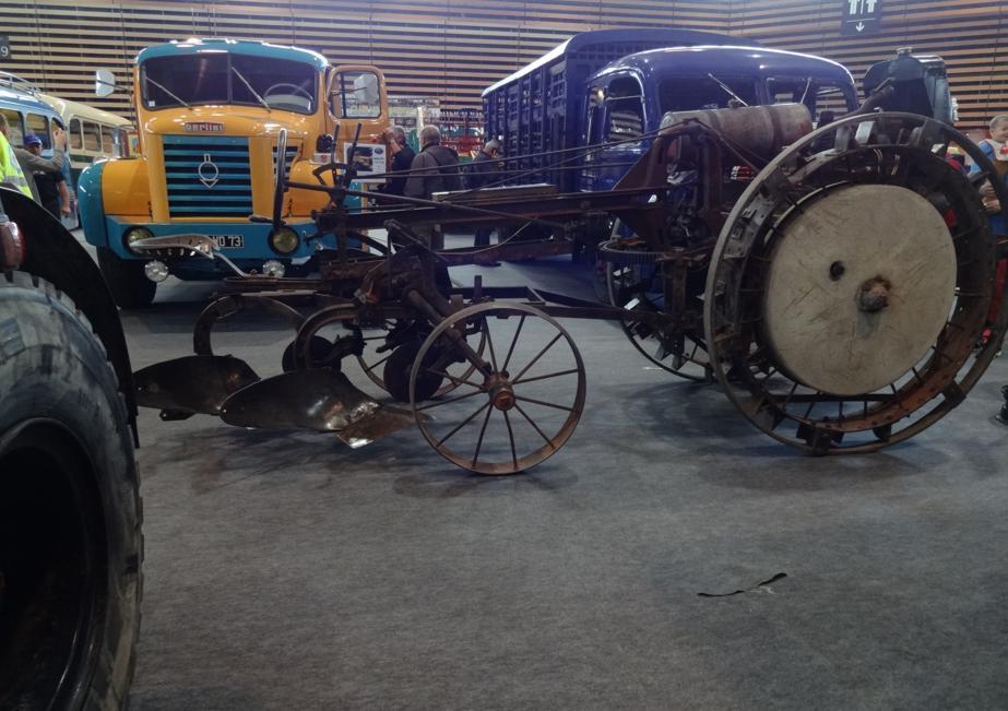 19 Salon EpoquAuto Halle 6 Vehicules Utilitaires 7