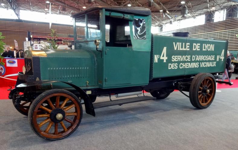 19 Salon EpoquAuto Halle 6 Vehicules Utilitaires 91